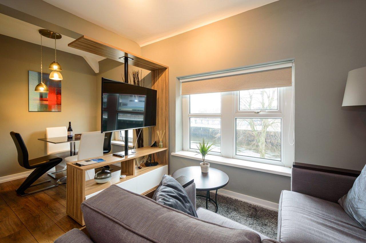 Two Bedroom Apartment - 57 Fitzhamon Embankment - Aaron ...